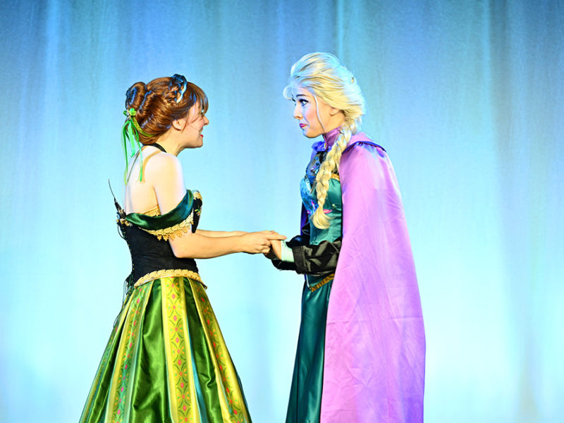 Elsa and Friends Live-03w